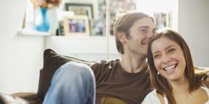 իդեալական ամուսինը միշտ հիանում է իր կնոջ ժպիտով