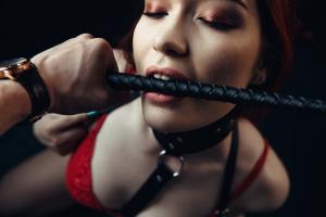 սեքսուալ երիտասարդ կանայք դուր են գալիս տարեց տղամարդկանց