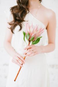 հարսի ծաղկեփունջ` բաղկացած մեկ ծաղիկից